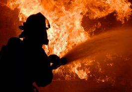 В Каменке семья еле спаслась из огня