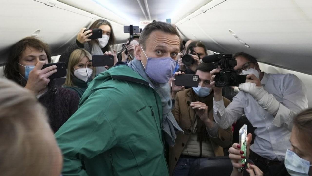 Онлайн-трансляция: возвращение Навального в Россию