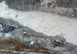 В Индии ледник похоронил людей