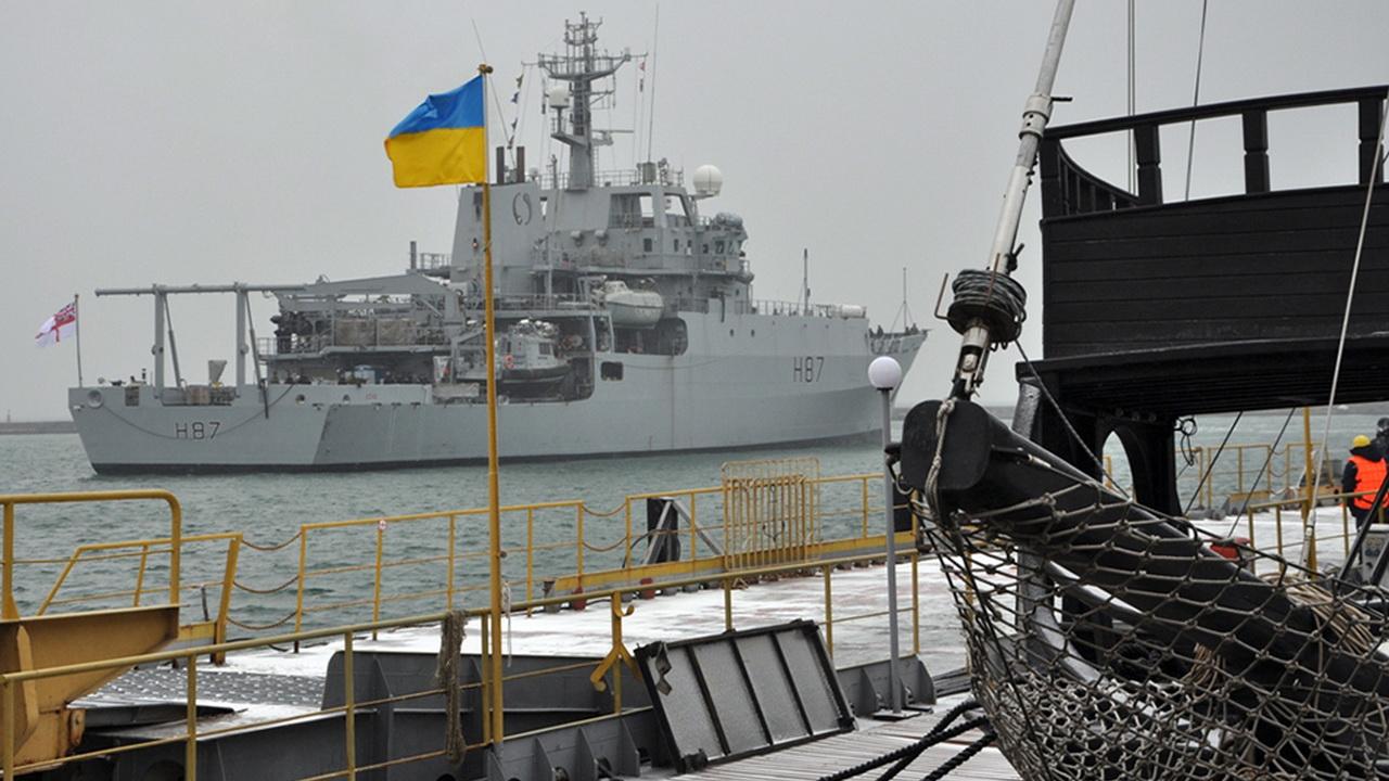 В Одесском порту пришвартовался военный корабль