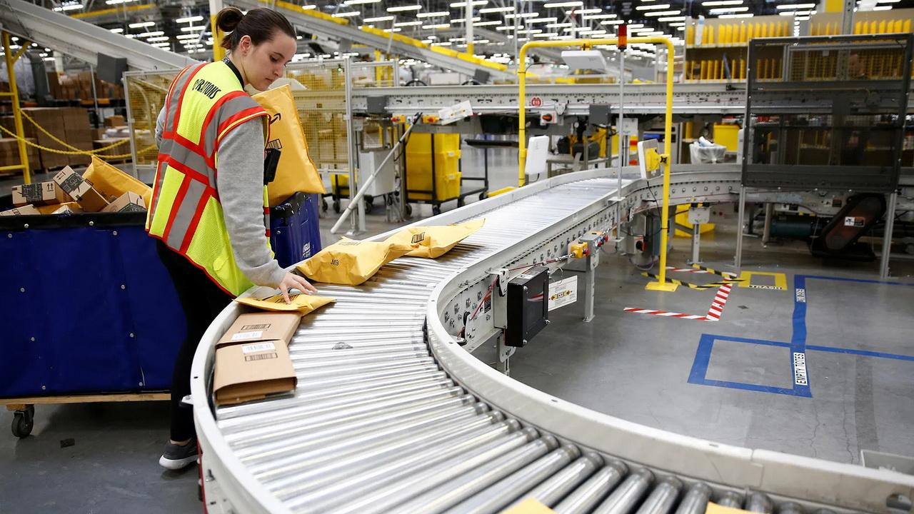 Amazon уничтожает огромное количество новых товаров