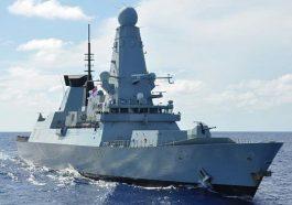 Британский эсминец оказался под обстрелом российских моряков