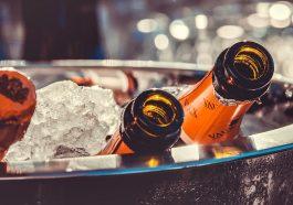 Французы не оставят россиян на Новый год без шампанского