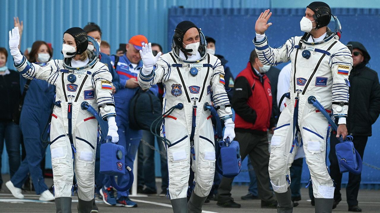 Космический корабль со съёмочной группой успешно стартовал